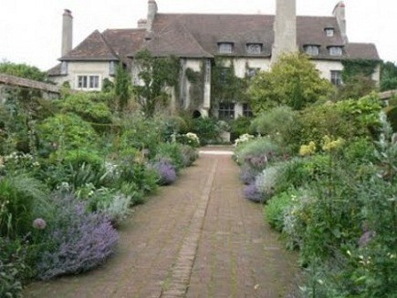 English gardening - a brick walkway bordered by russian sage, white flowers and greenery - via Atticmag