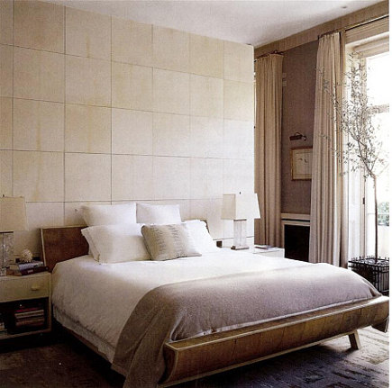 English accent decor - mid-20th century style bedroom in London flat by Michael S. Smith via Atticmag