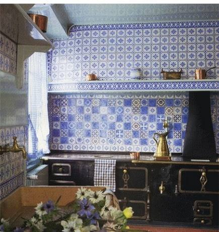 hand painted tiles blue and white ceramic tile wall in Monet's Giverny kitchen - WOI via Atticmag