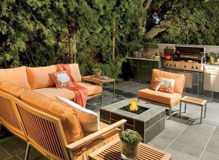 celebrity kitchens - outdoor kitchen at Giada deLaurentiis Los Angeles home - AD via Atticmag