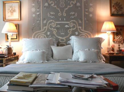 Arranging Bed Pillows