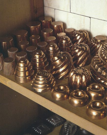 English kitchens - Petworth House kitchen with fancy copper molds - WOI via Atticmag