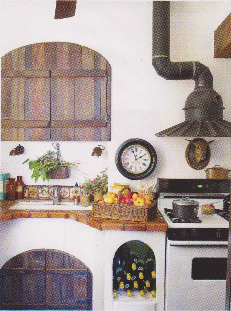 italianate kitchen - with custom round hood owned by designer Dan Marty - House Beautiful via Atticmag