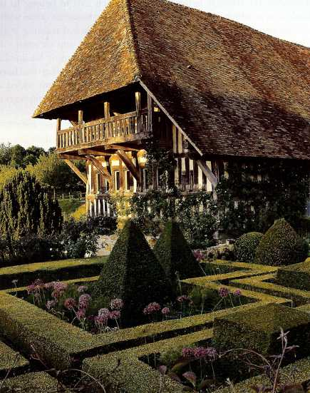 topiary garden - French manor house parterre garden with pyramids - House & Garden via Atticmag