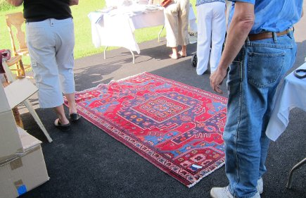 vintage mahal rug on display at my yard sale - Atticmag