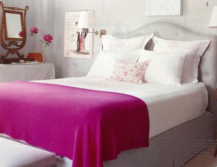 bedrom with fuchsia throw and Teresa's Green walls by Farrow & Ball - House & Garden via Atticmag
