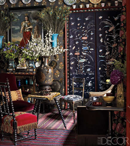 draped table - Victorian spool leg table covered with a small fringed mat in a Paris apartment - Elle Décor via Atticmag