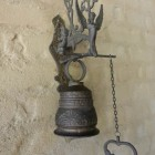 entrance décor - vintage brass doorbell with Latin inscription: vocem mean audi, qui me tangit - Atticmag