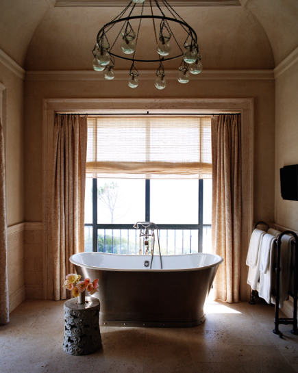 freestanding Urban Archaeology tub in a Malibu master bath by Michael S Smith - Rizzoli via Atticmag