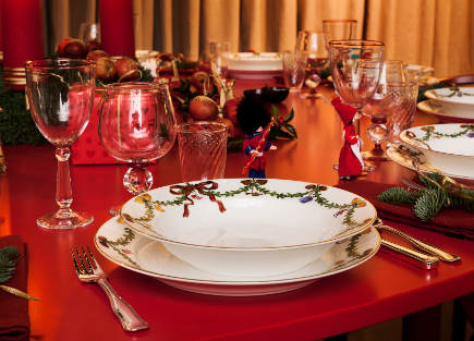 Royal Copenhagen's Christmas 2011 - round red Christmas table set with Fluted Star Christmas china bowl and dinner plate - Royal Copenhagen via Atticmag