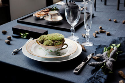Royal Copenhagen's Christmas 2011 minimalist midnight sky christmas table set with Flora Danica china - Royal Copenhagen via Atticmag