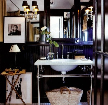 black beadboard -Mark D. Sikes bathroom with black high gloss beadboard wainscoting and mirrored walls - House Beautiful via Atticmag
