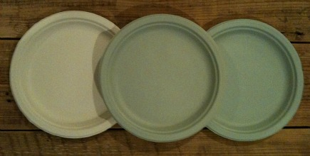 paint palettes - portable paint palette using painted Chinet paper plates - Atticmag
