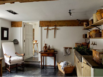 Belgian farmhouse laundry room - Art et Décoration via Atticmag