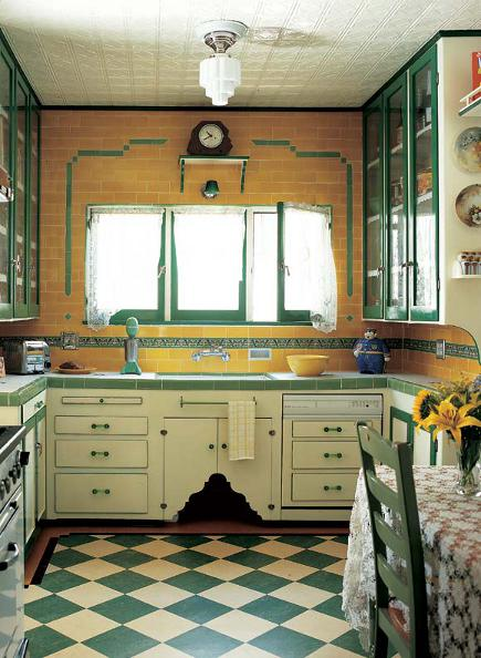 vintage yellow kitchen - Art Deco era yellow and green kitchen -  oldhouseonline via Atticmag