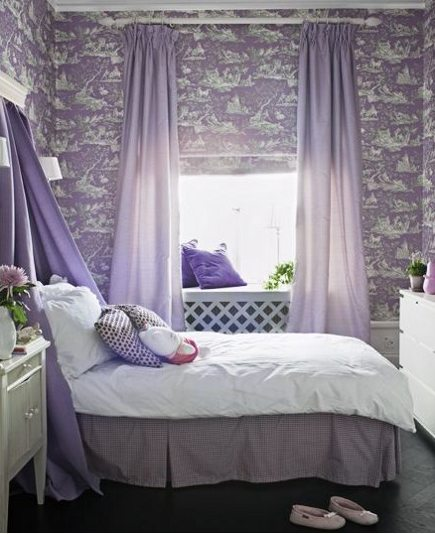 lavender bedrooms - lavender toile wallpaper and solid lavender curtains and bed canopy - skonahem via atticmag