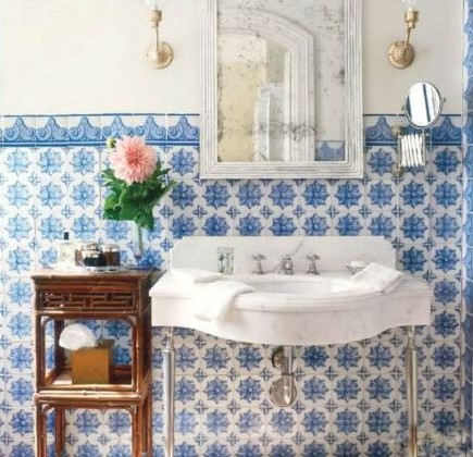 blue and white tile - Lascaux Portuguese tiles in a bathroom by Michael S Smith - Veranda via Atticmag