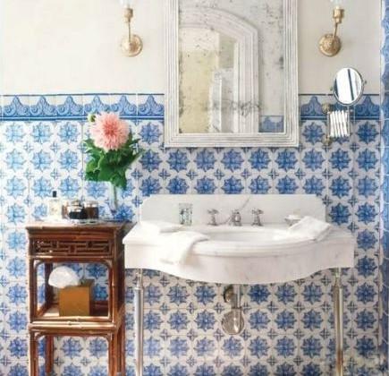 blue and white tile - Lascaux Portuguese tiles in a bathroom by Michael S Smith - Veranda via Atticmag
