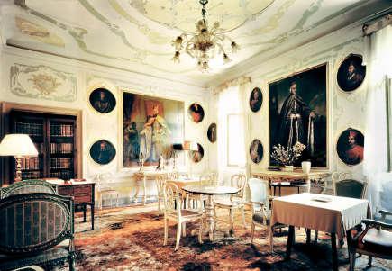 living room from Venetian Interiors - Rizzoli Books via Atticmag