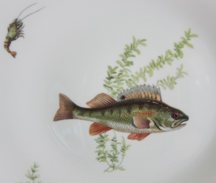 fish plate wall - close up of Ginori fish plate depicting a fish and small langoustine - Atticmag