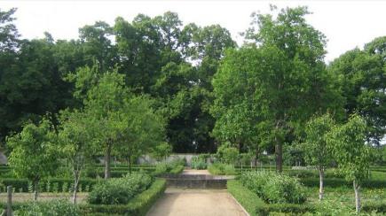 all green gardens - garden in Touraine, France - Louis Benech via Atticmag