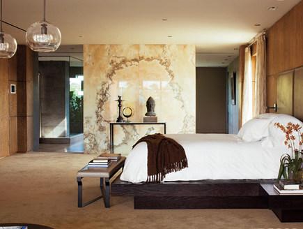 wet room - open master bedroom to bathroom with onxy wall - Elle Decor via Atticmag