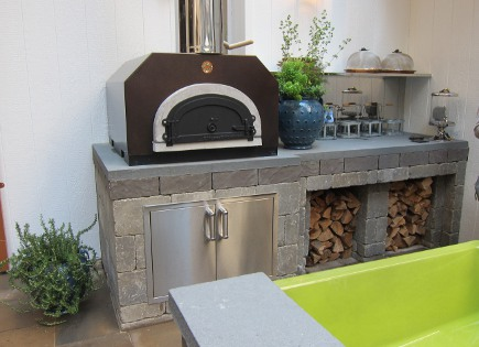 kitchen of the year - outdoor kitchen with pizza oven in Mick De Giulio's Kitchen of the Year for House Beautiful 2012 - Atticmag