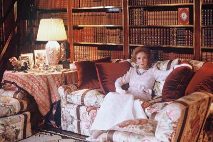 Brooke Astor estate auction - Brooke Astor at home - via Atticmag