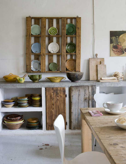 kitchen plate racks - repurposed plate rack made from wooden pallet by Katrin Arens - mandarineditalie via atticmag