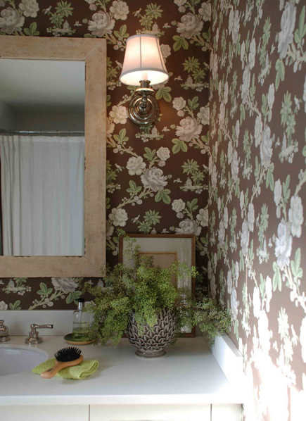 wallpaper styles - climbing white rose floral natural theme wallpaper on brown background - Tilton Fenwick via Atticmag