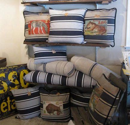 vintage fabric pillows - Euro-Linens pillows made from vintage French fabrics - Patine via Atticmag