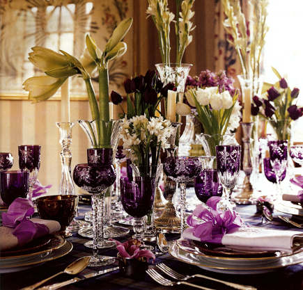 holiday table - traditional setting with amethyst crystal by William Yeoward - Town & Country via Atticmag