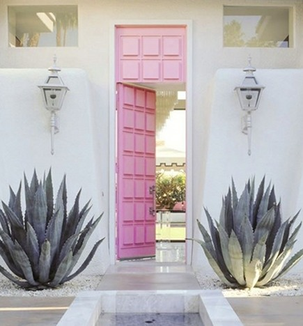 pink front door - painted modern entrance door in a desert home - Moises Esquinazi via Atticmag
