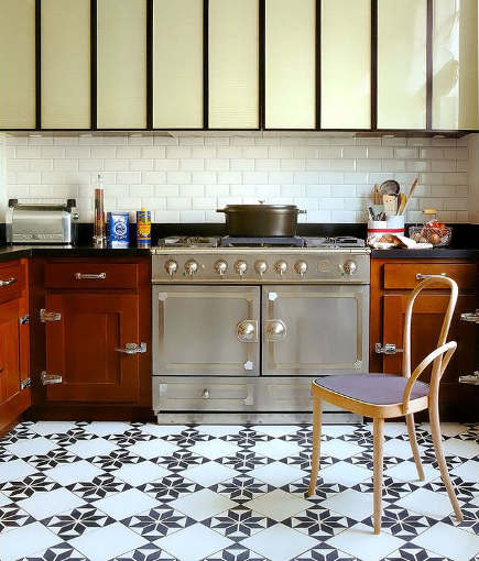 black and white pattern floor - kitchen with geometric checkerboard floor - arkpad via Atticmag
