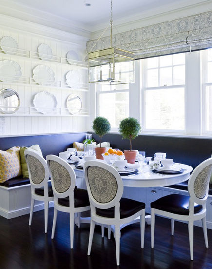 kitchen banquettes - kitchen dining area with banquette by Leeann Thornton via Atticmag