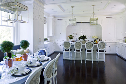 kitchen banquettes - kitchen dining space with banquette by Leeann Thornton via Atticmag
