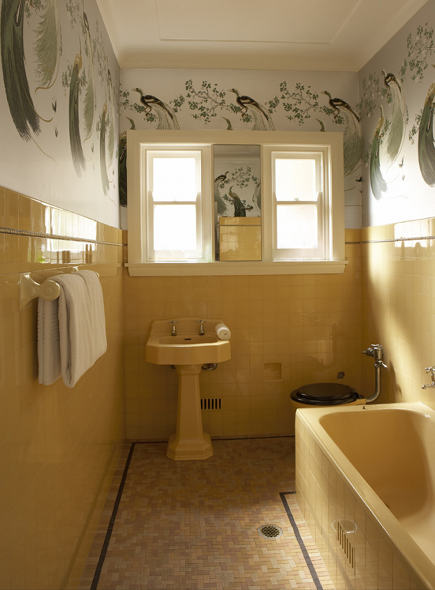 1940's yellow vintage bath with Florence Broadhurst wallpaper by Greg Natale Design - via atticmag