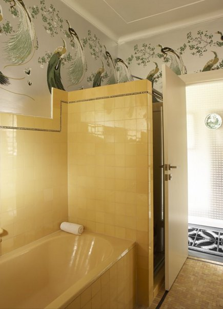 1940's yellow vintage bath with Florence Broadhurst wallpaper by Greg Natale Design via atticmag