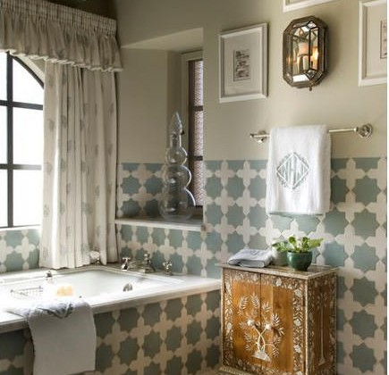 Moroccan shaped tiles - Star shaped Moroccan tile bath - Cathy Kincaid via Atticmag
