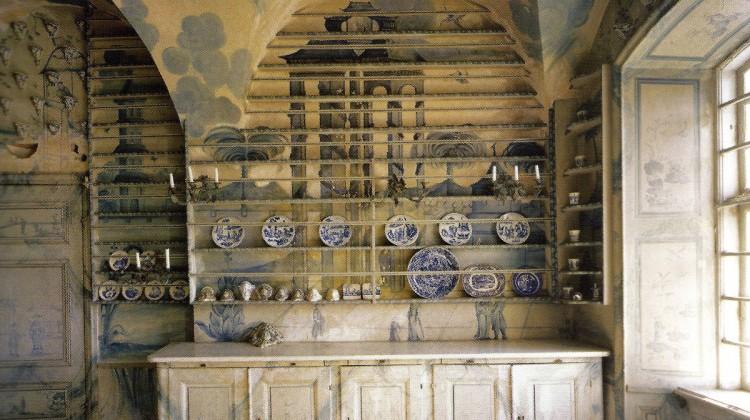 monumental plate rack - Porcelain kitchen at Thureholm Castle in Sweden - WOI via Atticmag