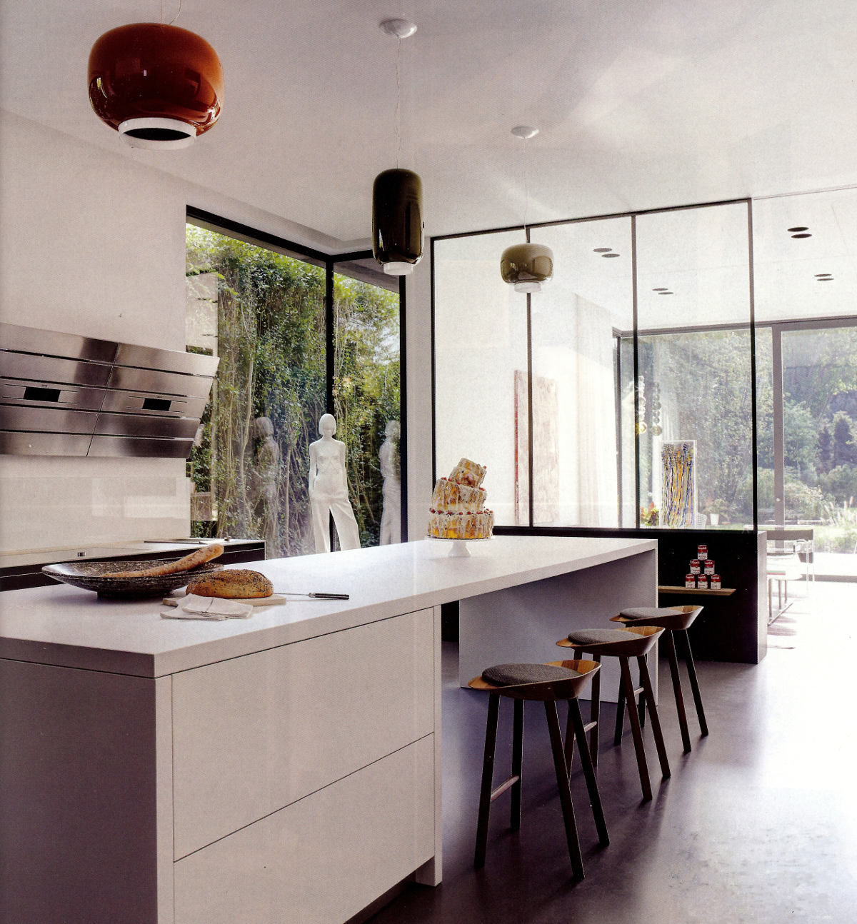 high tech vent hood - modernist kitchen with AEG vertical vent hood - Elledecor via Atticmag