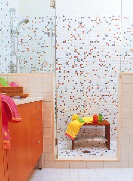 children's bath - modern mosaic tile shower - Nuevo-Estilo.es via Atticmag