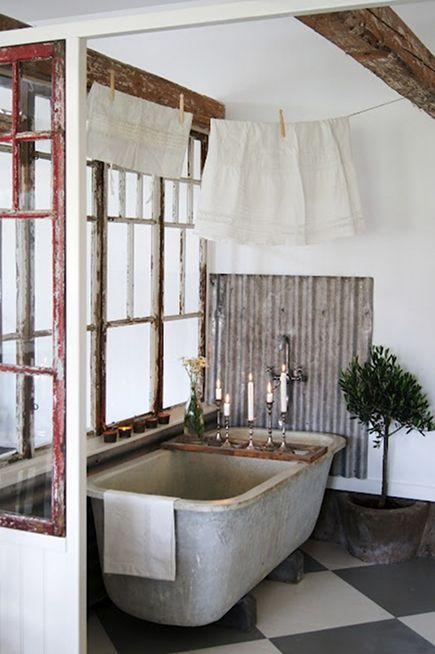 rustic bathroom ideas - tub alcove with corrugated tin splash guard from Lantliv i Norregard via Atticmag