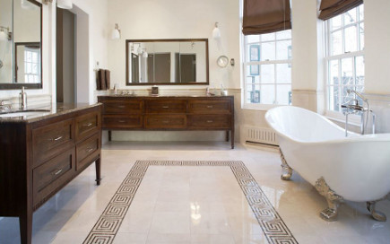 Greek key motif faux rug in a polished marble bathroom floor - Matiz Architecture and Design via Atticmag