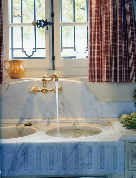 French double bowl salvage-style farm sink - amyhowarddaily via Atticmag