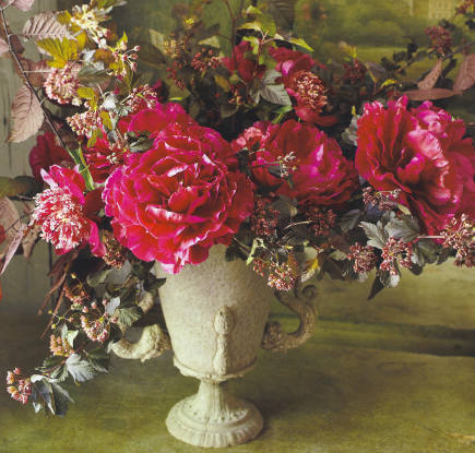 holiday flowers - bouquet of red flowers by Nicolette Owen - Veranda via Atticmag