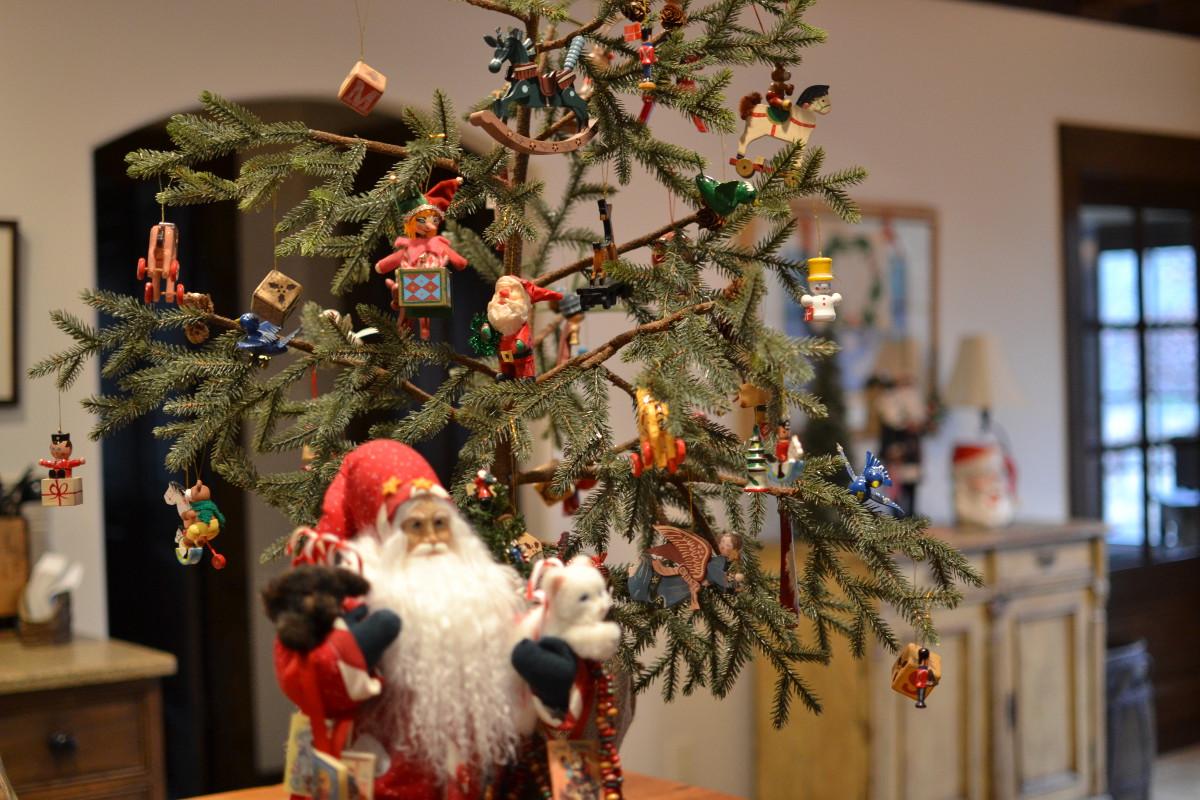 Christmas decor - vintage paper mache Christmas ornaments - Atticmag