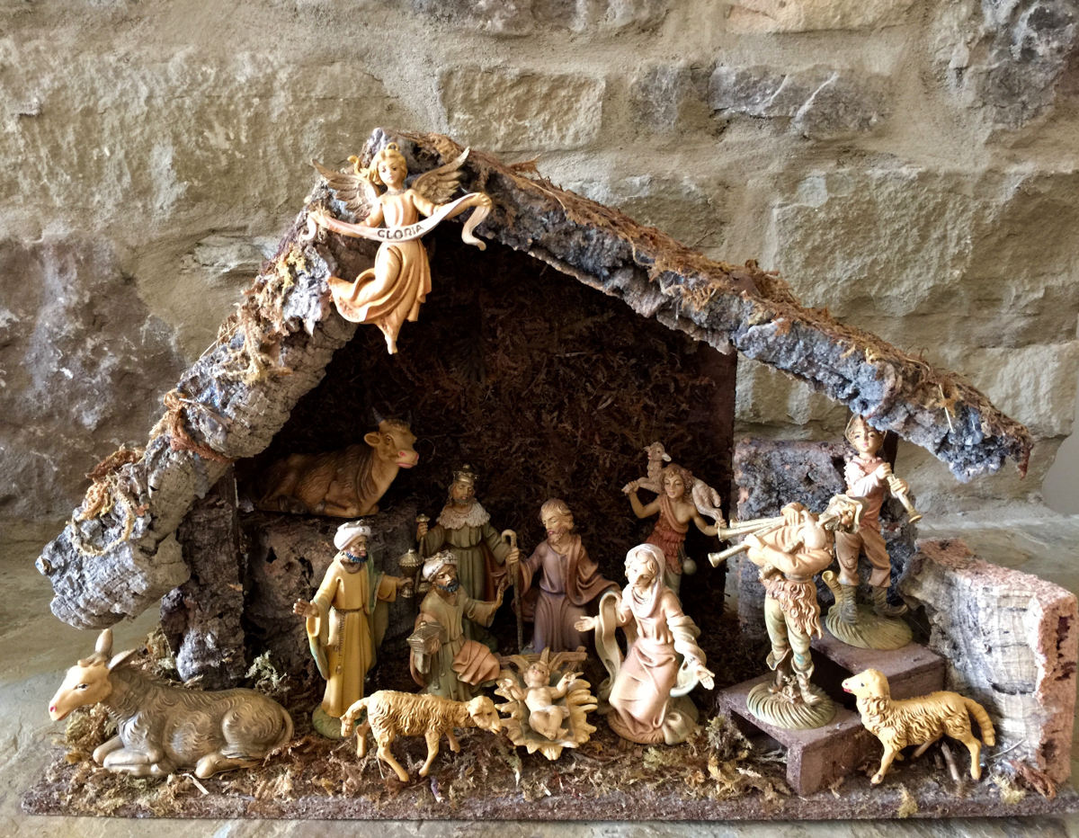 Christmas decor - vintage nativity scene - Atticmag