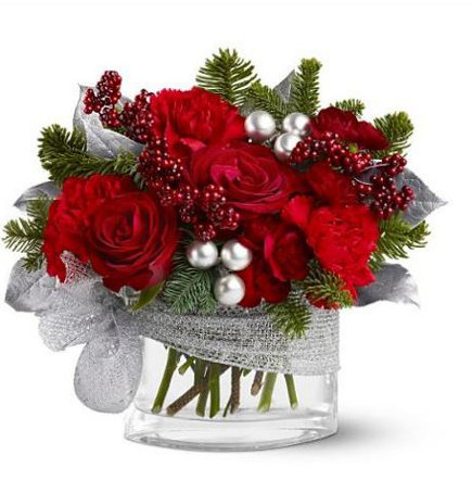Christmas flowers with a silver theme - canadaflowers via Atticmag