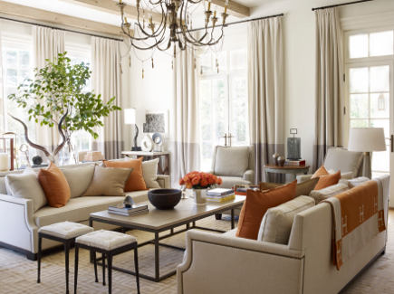 Family room in Suzanne Kasler Timeless Style - Simon Upton photo - via Atticmag